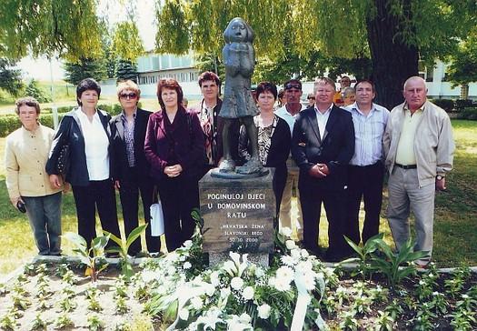 spomenik Djevojčica za djecu poginulu u ratu