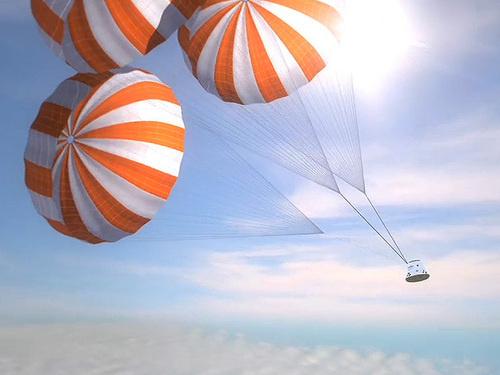 500x_dragon_parachutes